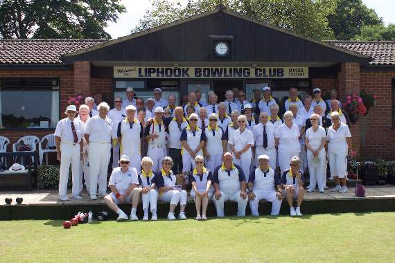 Bowlers entertain visitors from across the water